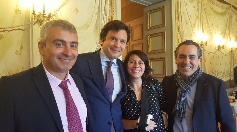 Lidia López con el alcalde de Ginebra y representantes de asociaciones españolas