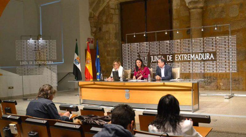 Rosa Balas presenta la plataforma Extremadura en el mundo