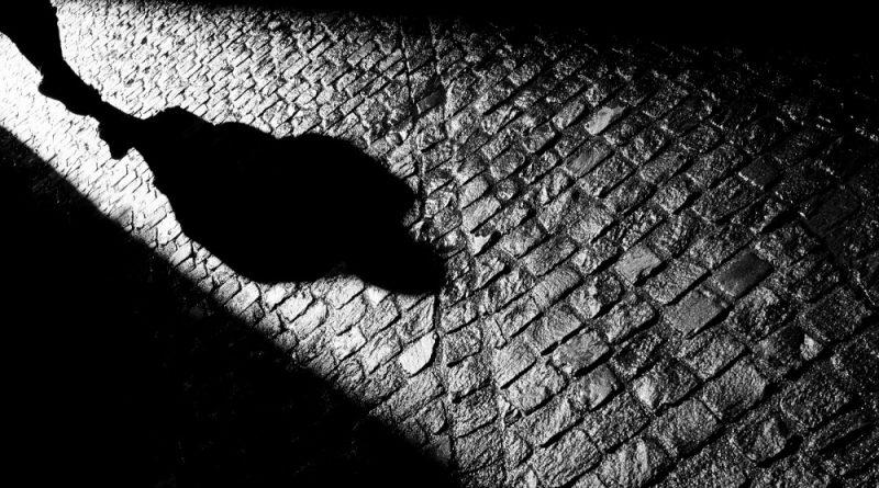 Una sombra en la calle