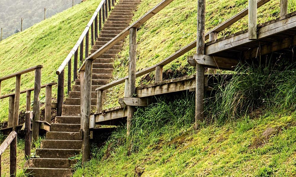 Cruce de caminos en escaleras