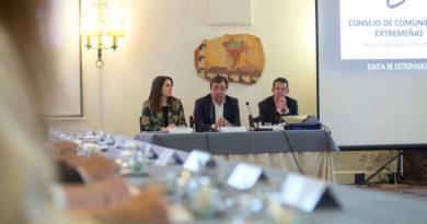 Fernández Vara en el Consejo de Comunidades Extremeñas