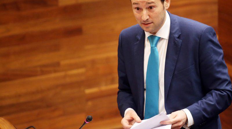 Guillermo Martínez en el parlamento de Asturias